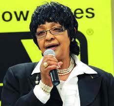 ويني مانديلا..تستبق وفاة طليقها نيلسون فتحاول سرقة الأضواء منه..!