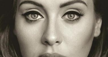 """أسرار مكياج عيون """"أديل"""" على غلاف ألبومها الجديد"""