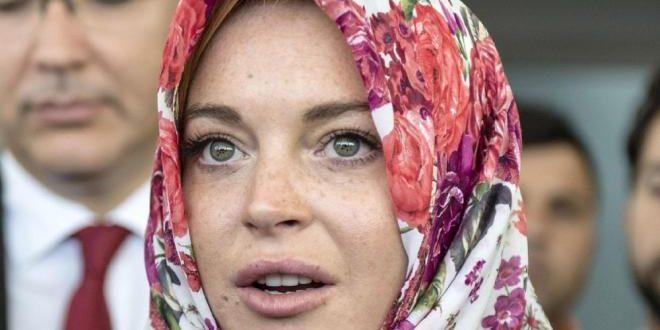 ليندسي لوهان تظهر لأول مرة بعد اعتناقها الإسلام (صور)