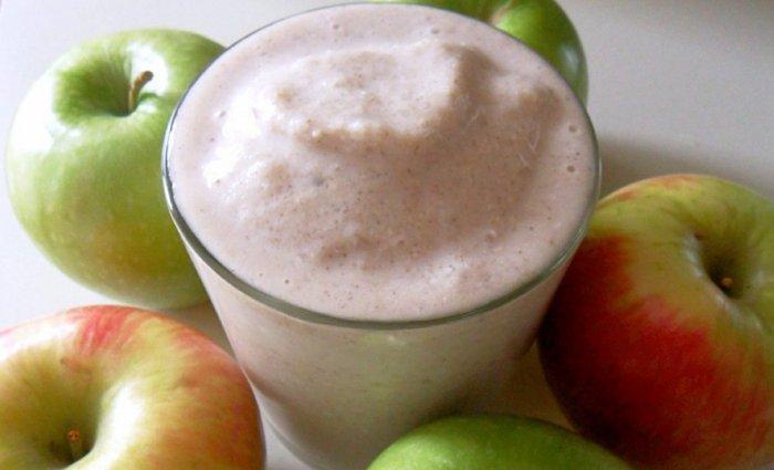 اللبن الخالي من الدسم والتفاح