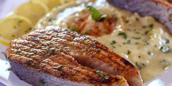 كيفية عمل صوص سمك السلمون المشوي