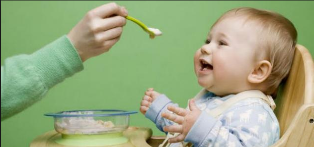 طعام الطفل في الشهر السادس