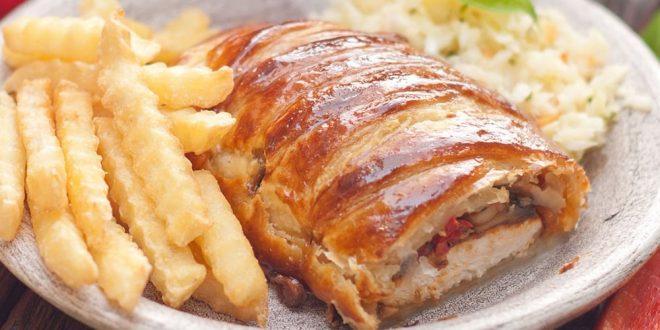 كيفية تحضير صدور الدجاج في الخبز الفرنسي