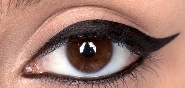 كيفية تثبيت الكحل في العين